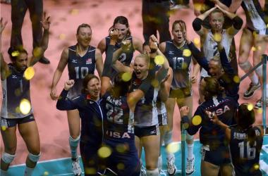 Time norte-americano festeja o título mundial em 2014 (Reprodução do site da FIVB)