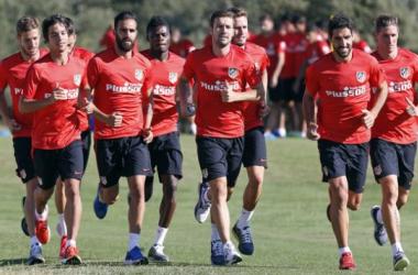 El Atlético se divide para cumplir los compromisos de este sábado