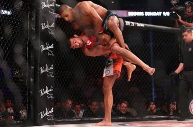 Koreskov fights Douglas Lima off his back at Bellator 141 / Dave Mandel Sherdog.com