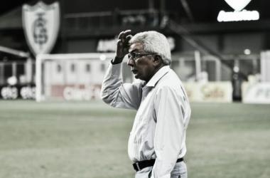 """Após jogo dramático, Givanildo comemora acesso e agradece seus comandados: """"Vocês são nota dez"""""""