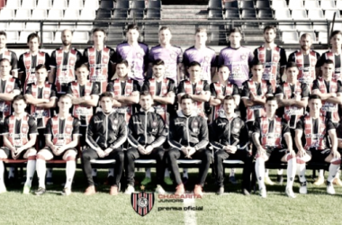 Foto institucional con el plantel completo para afrontar la primer etapa de la Superliga. Foto | Prensa oficial CACHJ