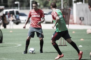 No retorno ao Raulino, Flamengo enfrenta Macaé em busca da segunda vitória no Carioca