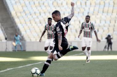 Fluminense tem mais posse, mas Vasco resiste e conquista vitória importante no Maracanã