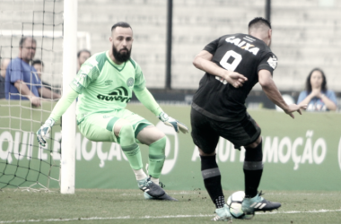 Vasco sai na frente, mas iluminado Reinaldo empata à Chapecoense e equipes ficam no meio da tabela