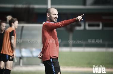 Fran Sánchez dirigiendo una sesión de entrenamiento en la Ciudad Deportiva | Foto: Noelia Déniz - VAVEL