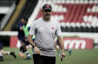 """Valdir Bigode pede apoio a Fabrício e promete conversa com lateral: """"Torcida é só emoção"""""""