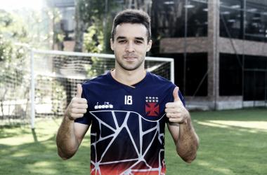 Vasco anuncia contratação do lateral-direito Lenon junto ao Guarani
