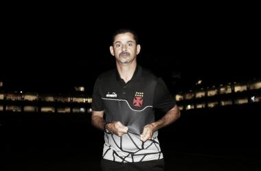 """Mesmo após vitória, Valdir deixa comando do Vasco: """"Não nego que um dia quero ser o treinador"""""""