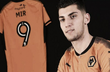 Especulado no Real Madrid, jovem atacante Rafa Mir acerta com Wolverhampton