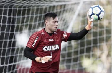 """Diego Alves projeta início no Brasileiro e analisa possível saída de Everton: """"Pegou de surpresa"""""""