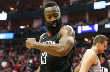 Harden entra en dos clubs muy selectos en la victoria ante Pelicans