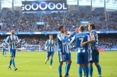 Quique celebrando uno de sus goles en Riazor. || Fotografía: Deportivo.