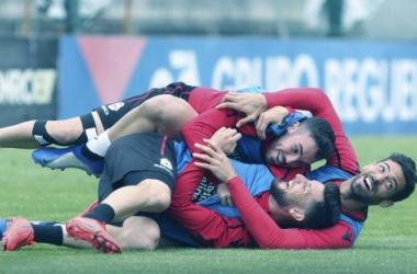 Borja Valle, Edu Expósito y Pablo Marí demostrando el buen rollo que hubo en el entrenamiento matinal. ||Fotografía: RCDeportivo.