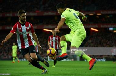 Luis Suarez goes up against Inigo Martinez at San Mames (Getty Images/NurPhoto)