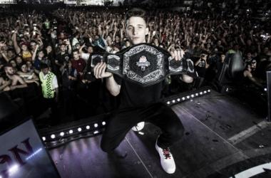 Wos con el cinturón de campeón internacional de la Red Bull. (Foto (sin efecto): Red Bull Batalla De Los Gallos).