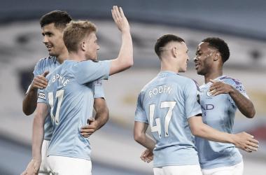 El City golea a un Liverpool resacoso