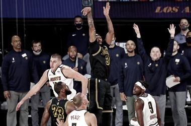 Anthony Davis atinge 'Mamba shot' e cria um novo momento para os Lakers