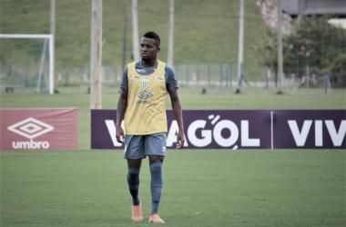 """Rodrigo Santana justifica saída de Kelvin do Avaí: """"Não estava tão comprometido"""""""