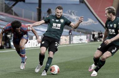 Burnley supera Crystal Palace fora de casa e passa a sonhar com vaga na Europa League