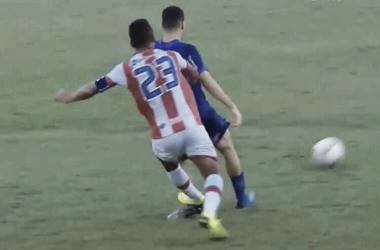 Jorge Henrique se desculpa por lance que causou estiramento no joelho de Matheus Pereira
