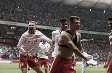 Com emoção até o fim, Polônia empata com Inglaterra nos acréscimos