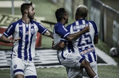 CSA vence Sampaio Corrêa em jogo de golaços e entra no G-4