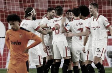 El conjunto hispalense celebra un gol frente al Valencia CF || Foto: Sevilla FC