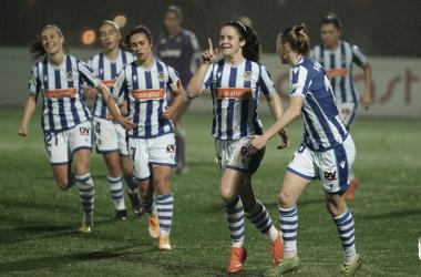 Nerea Eizagirre festeja el gol junto a sus compañeras. / Foto: Real Sociedad.