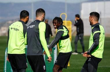 El Granada en un entrenamiento. Foto: Pepe Villoslada / @GranadaCdeF