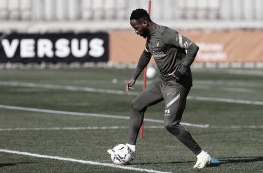 Moussa Dembélé ya entrena en solitario después del susto del día martes. / Twitter: Atlético de Madrid oficial