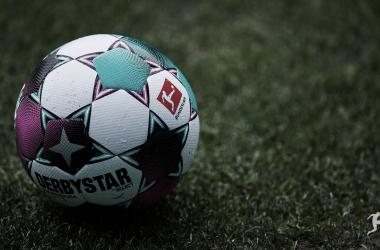 La DFL tomó la medida a raíz de los múltiples casos positivos en el Hertha Berlín./Twitter: DFL oficial