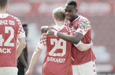Con goles de Burkardt y Quaison, el Mainz derrotó al Bayern Múnich. /Twitter: Bundesliga English oficial