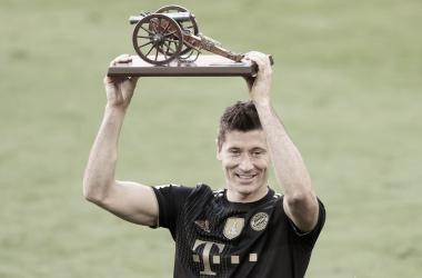 Tras romper el récord deGerd Müller, Robert Lewandowski se consagró como el mejor futbolista de Alemania. / Twitter: Bayern Múnich oficial