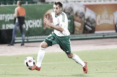 Kombarov, jugador del Tom Tomsk, durante un partido. | Foto: Tom Tomsk.