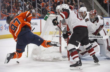 Connor McDavid gets outplayed by the Coyotes defense (Photo: THE CANADIAN PRESS/ Jason Press)