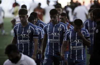 PASO EN FALSO. El último debut del Tomba en Mendoza perdió en manos de Estudiantes en el Malvinas. Foto: Web