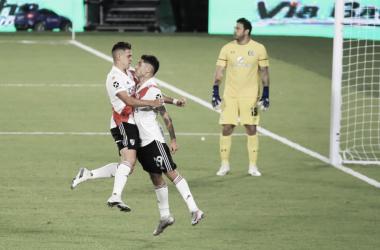 CON ÉXITO. Borré(izquierda) y Montiel(derecha) celebran uno de los goles del debut pasado. Foto: Web