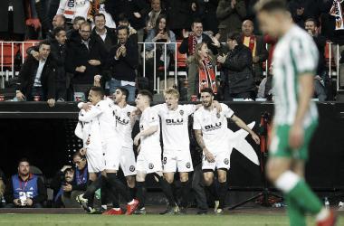 Comemoração dos jogadores do Valencia pelo gol de Rodrigo (Foto:Divulgação / Valencia CF)