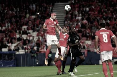 Um Manchester mediano, mas mais maduro, garantiu os 3 pontos // Foto: Facebook do SL Benfica