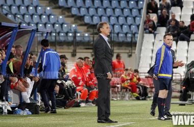 Portugal en su última visita al estadio del Almería como entrenador del Real Valladolid | Foto: @almeriajuega / VAVEL