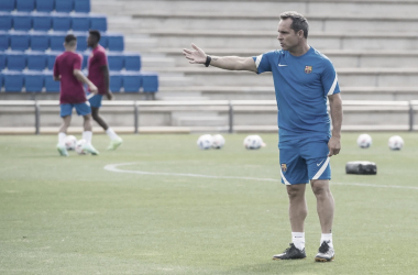 Sergi Barjuan dirigiendo su primer entrenamiento| Foto: FC Barcelona
