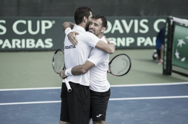 Ivan Dodig and Marin Cilic embrace after defeating Bob and Mike Bryan in four sets to keep Croatia alive against the United States/Photo: Susan Mullane/Davis Cup