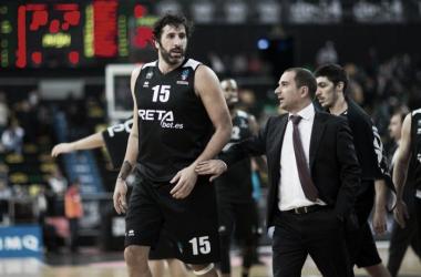 Carles Durán y Alex Mumbrú en el encuentro de anoche / Foto: Bilbao Basket