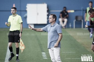 Sergi Barjuán dando instrucciones en el Johan Cruyff. | Foto: Noelia Déniz