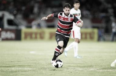 O retorno de João Paulo para este fim de semana ainda é incerto, mas jogador está perto de voltar aos gramados (Foto: Antônio Melcop/Santa Cruz)