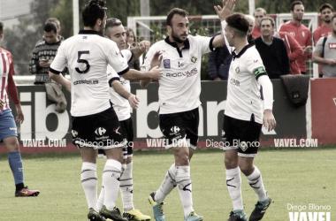 Celebración de un tanto por el Caudal Deportivo. Foto: Diego Blanco