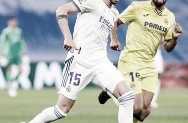 Fede Valverde conduce la pelota frente al Villarreal. Foto: @realmadrid