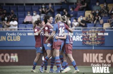 Las jugadoras del FC Barcelona celebrando un tanto ante el Alavés. | Foto: Noelia Déniz (VAVEL)