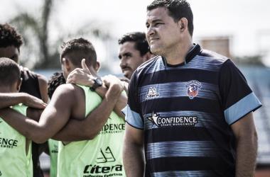 #EntrevistaVAVEL: próximo do acesso, treinador Flávio Tinoco crava o Duque de Caxias no topo estadual