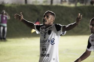 Destaque do time, lateral Neilson está de saída do Botafogo-PB